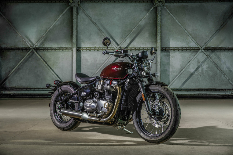 Die Bonneville Bobber in Morello Red