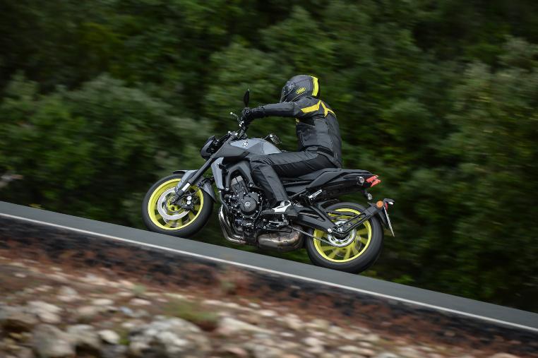 Seitenansicht - Yamaha MT-09 Fahrtest