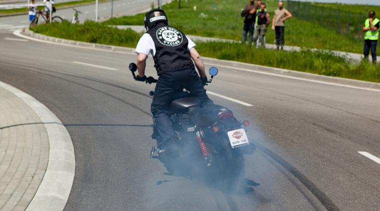 Auf Reifen von Avon: Weltrekord beim Burnout
