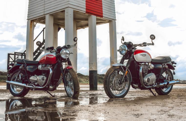 Zwei exklusive Bud Ekins Special Editions: links die T100, rechts die T120