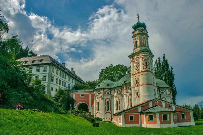 Karlskirche (Volders) in Österreich