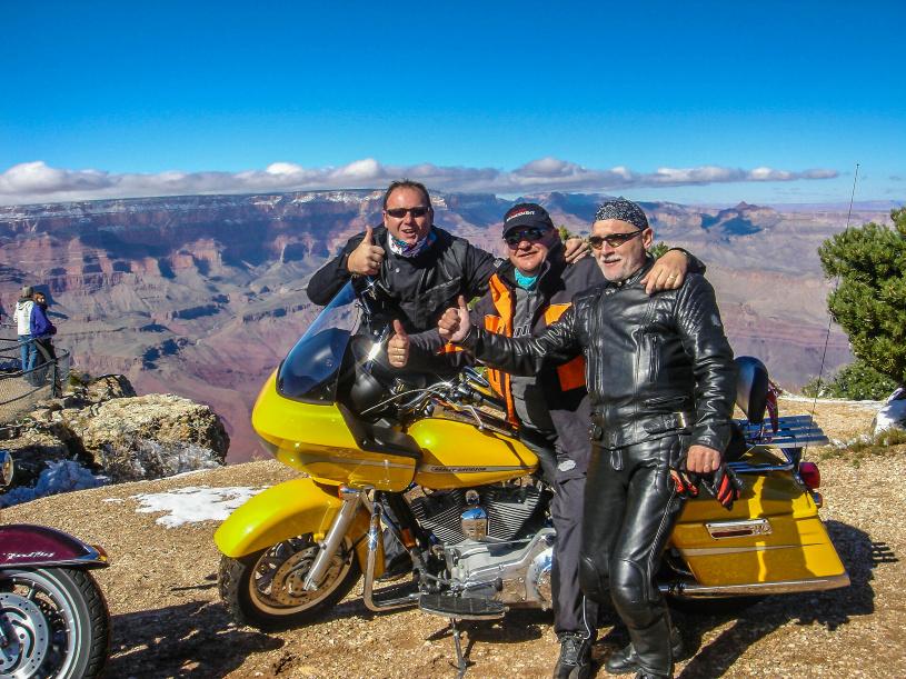 Vor dem Grand Canyon wird es Zeit für ein kleines Gruppenfoto.