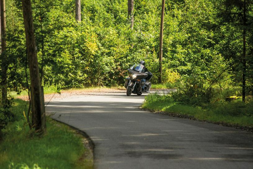 Zwischen Wiesen und Wäldern geht es Richtung Norden.