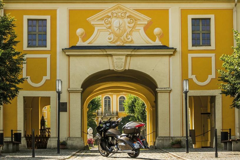 Eingerahmt von sanften Hügeln, liegt eines der am besten erhaltenen Barockschlösser.
