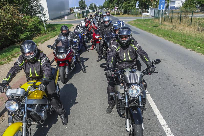 Viele Motorradfahrer nahmen an der Ausfahrt teil