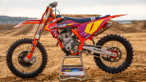 KTM 250 SX-F im Troy Lee Design