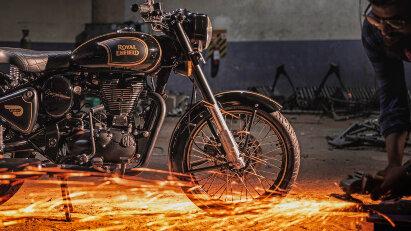 "Sondermodell zum Produktionsende: Royal Enfield Classic 500 ""Tribute Black"""