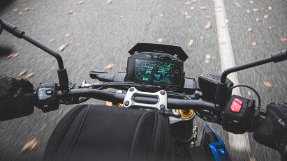 Suzuki GSX-S1000, LCD-Cockpit