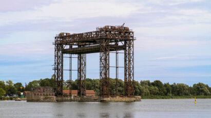 Der Hubteil der ehemaligen Eisenbahnhubbrücke