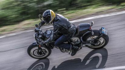 Ducati Scrambler Café Racer Fahrbild