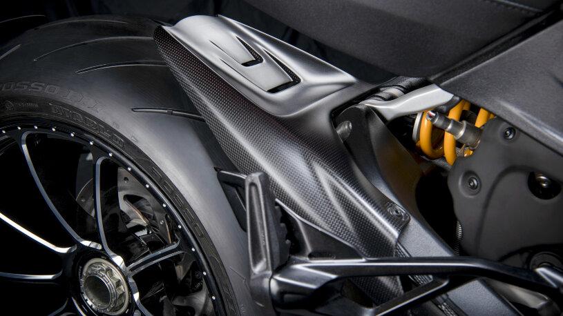 Ducati Diavel 1260: Performance-Zubehör, Schutz im Heckbereich aus Kohlefaser