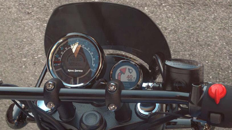 Im rechten Rundinstrument des Cockpits ist das Navi der Royal Enfield Meteor 350 untergebracht.