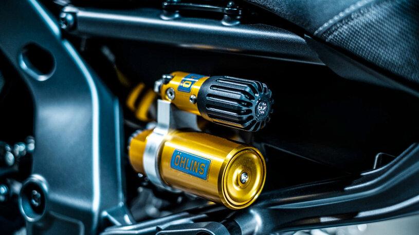Am Heck der Yamaha MT-09 SP arbeitet ein Öhlins-Stoßdämpfer.