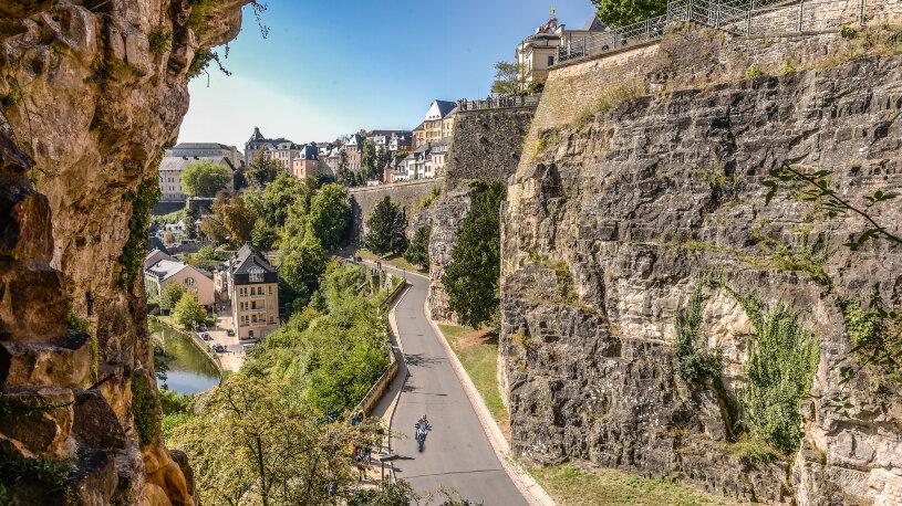 Alle sechs Krimis des Bestsellerautors Tom Hillenbrand spielen in Luxemburg. Wir geben uns auf die Spuren der Hauptfigur Xavier Kieffer.
