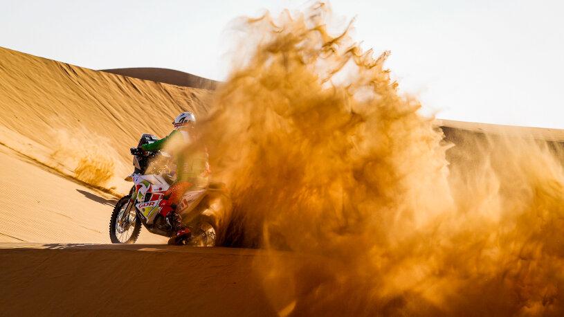 Der feine Sand ist eine Herausforderung für Mensch und Maschine.
