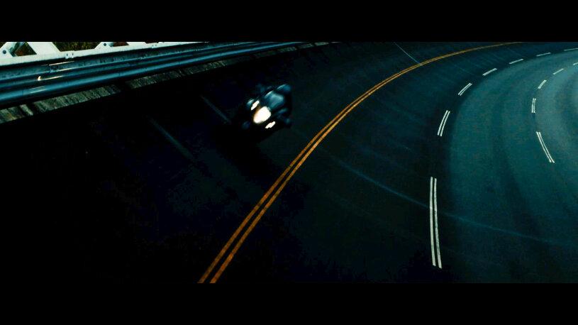Suzuki Hayabusa in der Steilkurve einer Hochgeschwindigkeitsteststrecke.