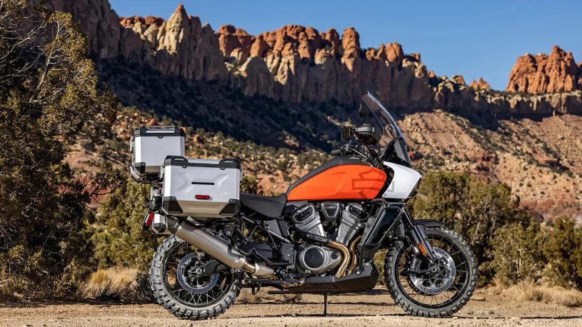 Harley-Davidson Pan America orange mit Koffern