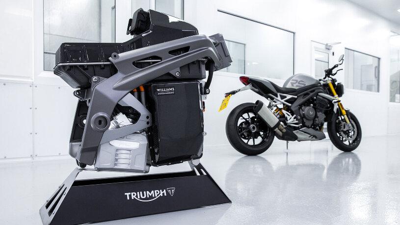 Triumph TE-1 und Triumph Speed Triple 1200 RS
